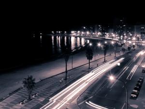 Montevideo-nocturna-300x225