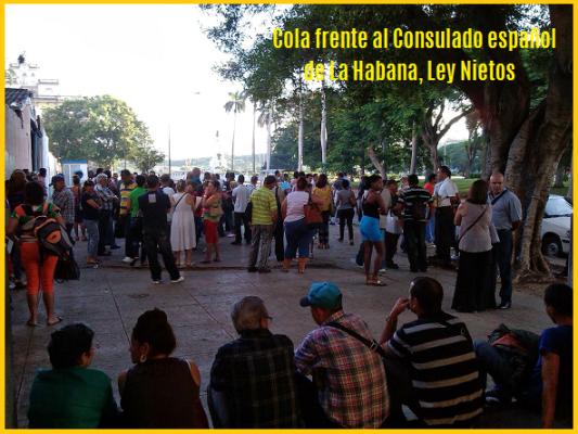 Cola frente al Consulado español de La Habana